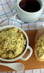 Pasta do chleba z jajek i szprotek