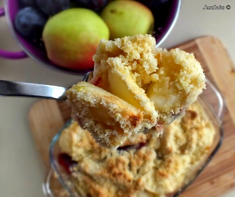 jablka-sliwki-crumble