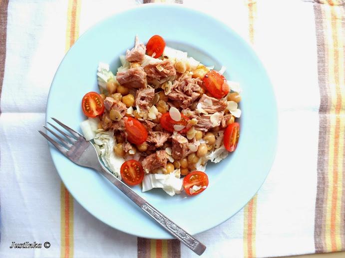 salatka-ciecierzyca-tunczyk